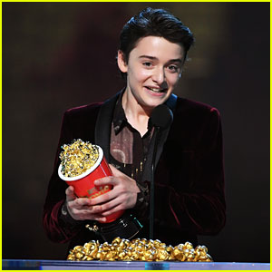 Noah Schnapp Says Hi to Zendaya from Stage While Accepting an MTV Movie & TV Award!