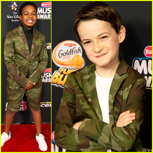 'Raven's Home' Stars Issac Ryan Brown & Jason Maybaum Wear Matching Jackets to RDMAs 2018!
