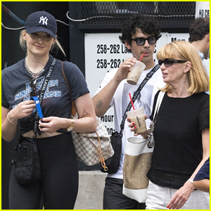 Joe Jonas & Sophie Turner Take Their Moms to Lunch in NYC!
