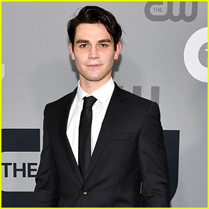KJ Apa Bares His Ripped Abs in Hot Shirtless Pic!