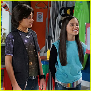 Jenna Ortega & Isaak Presley Can't Stop Laughing in Hilarious 'Stuck in the Middle' Blooper (Video)