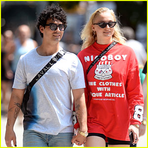 Joe Jonas Borrows Photographer's Razor Scooter While Out With Sophie Turner!