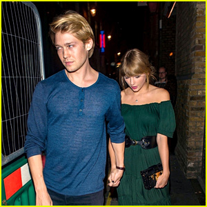 Taylor Swift & BF Joe Alwyn Look So Cute Together While on a Dinner Date in England!