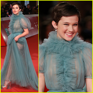 Cailee Spaeny Stuns in Gorgeous Blue Gown at Rome Film Fest 2018