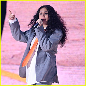 Alessia Cara Wore Another Suit To MTV EMAs This Weekend & Shut Down A Hater Who Said It Was 'Getting Old'