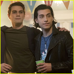 Archie & Joaquin Share a Kiss in Next 'Riverdale' Episode!