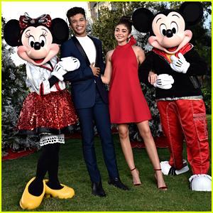 Disney Parks' Magical Christmas Day Parade 2018 - Full Line Up & Pics!