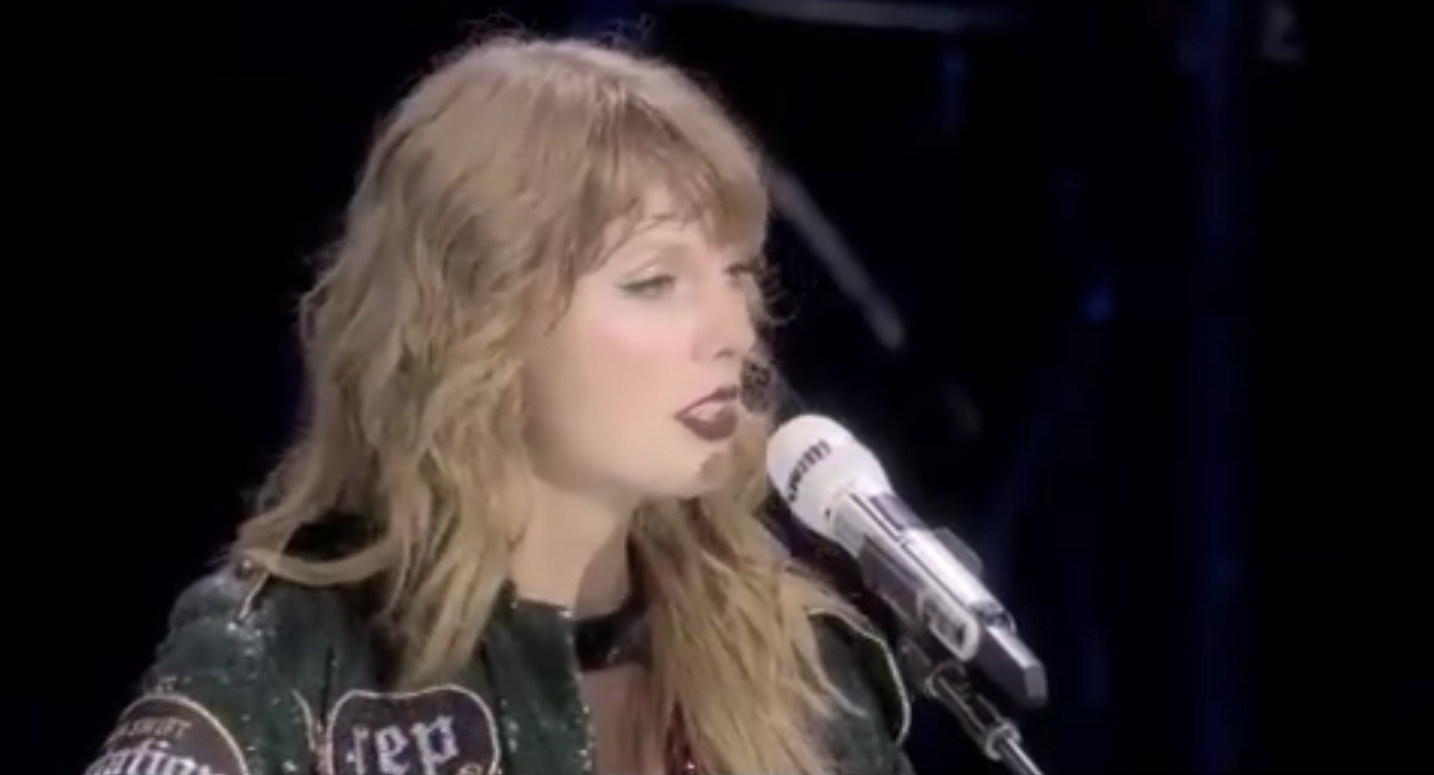 Taylor Swift Sings All Too Well In New Reputation Tour Clip Music Netflix Reputation Tour Taylor Swift Just Jared Jr