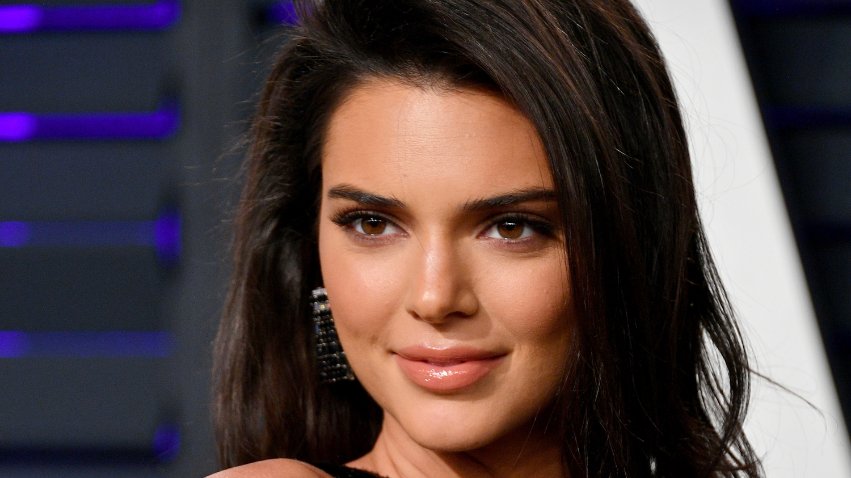 Kendall Jenner Rocks R...