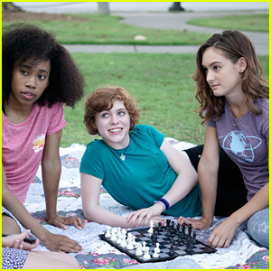 'Nancy Drew' Stars Sophia Lillis & Zoe Renee Dish on Seeing Strong Female Friendships in The Movie