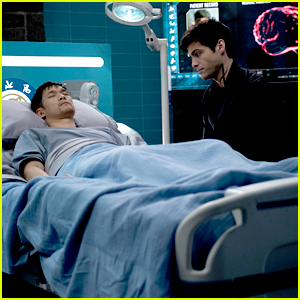 Magnus Is In The Hospital On Tonight's 'Shadowhunters' & Alec Is By His Side
