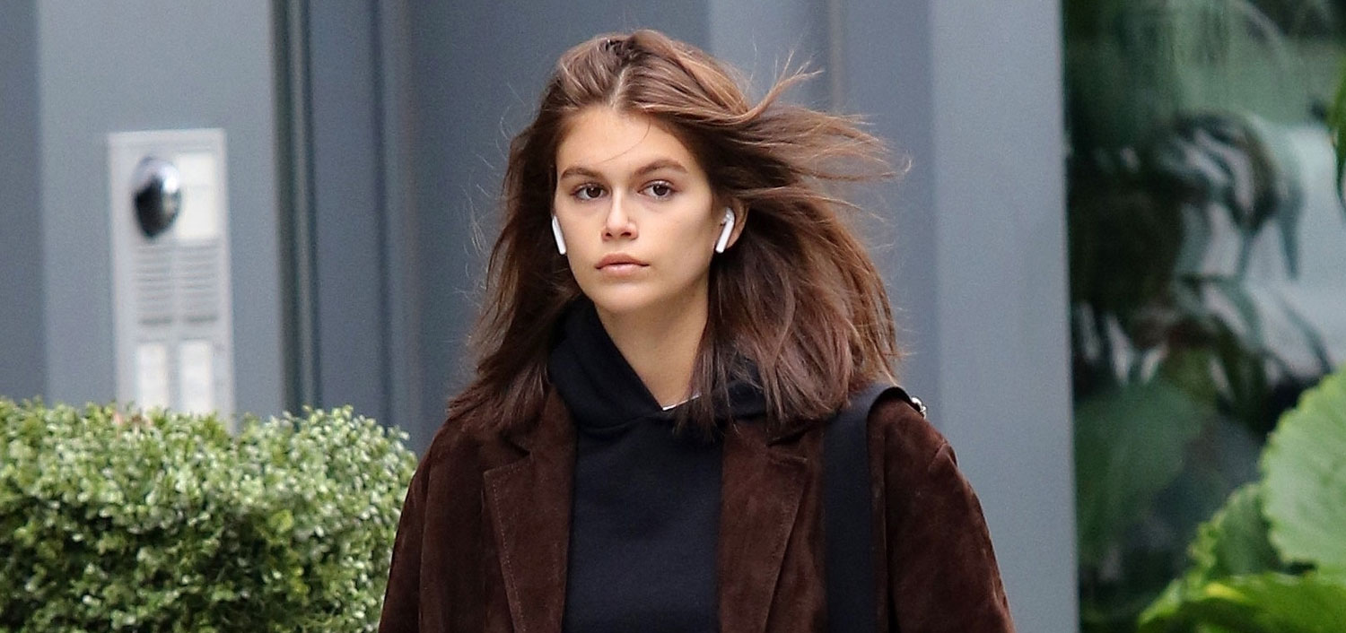 08869b952fa9 Kaia Gerber Is Spitting Image Of Mom Cindy Crawford On NYC Stroll ...