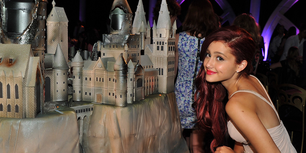 Ariana Grande Shows Off her New Puppies, Snape & Lily!