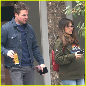 Italia Ricci & Stephen Amell Pick Up Snacks In Perth