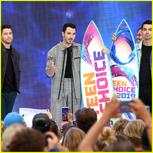 Jonas Brothers Give Inspiring Speech About Bullying at Teen Choice 2019!