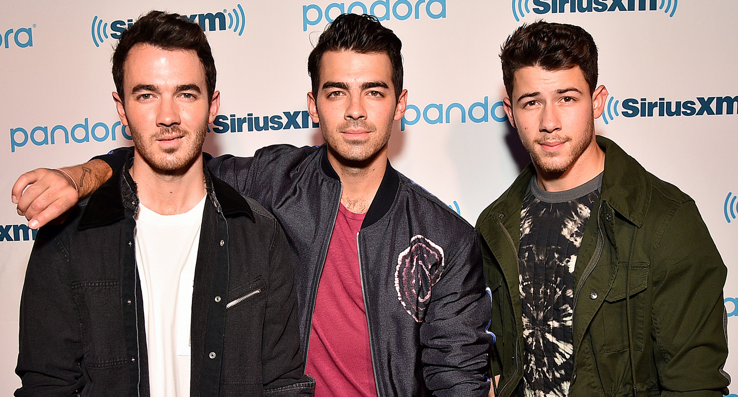Nick, Joe, & Kevin Jonas Are Still Performing – Even On Their Night Off!