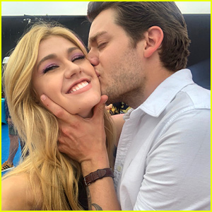 Katherine McNamara Gets A Kiss From Dominic Sherwood In This Adorable Selfie From The Teen Choice Awards 2019