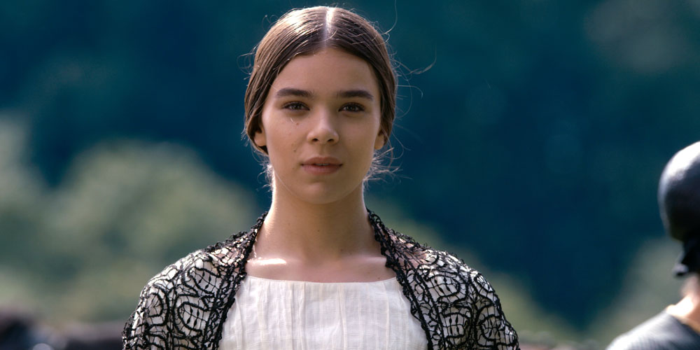 Hailee Steinfeld Strives To Be a Poet in First Trailer For 'Dickinson'