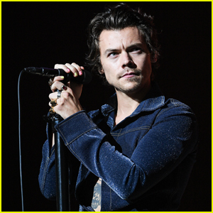 Harry Styles Surprises Jingle Ball 2019 with One Direction Song - Watch Performance!