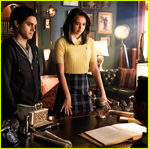 Hope Gets Pulled Back To Mystic Falls By Josie on 'Legacies' Tonight