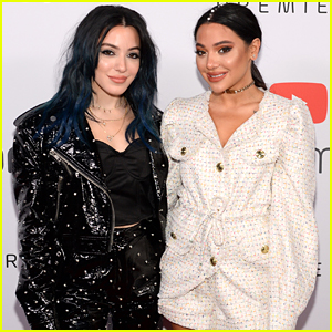 Niki DeMartino Hosts Streamy Premiere Awards 2019 With Twin Sis Gabi; Performs 'Sad Holiday' Live For Very First Time