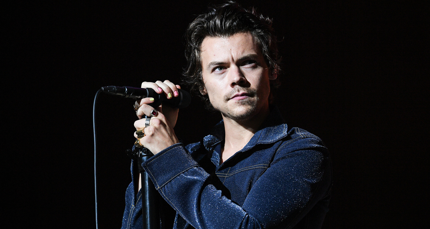 Harry Styles Surprises Jingle Ball 2019 with One Direction Song – Watch Performance!