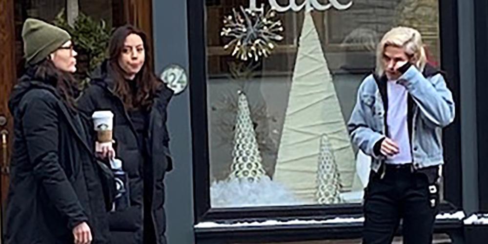 Kristen Stewart Has A Short Platinum Bob on 'Happiest Season' Set