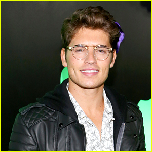 Gregg Sulkin Jump Ropes Shirtless in Self-Quarantine Workout Videos