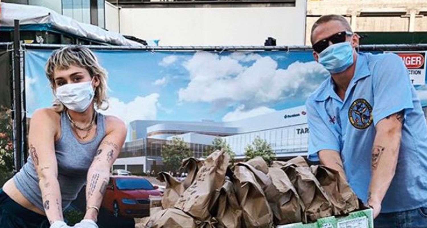 Miley Cyrus & Cody Simpson Deliver Tacos To Hospital Workers