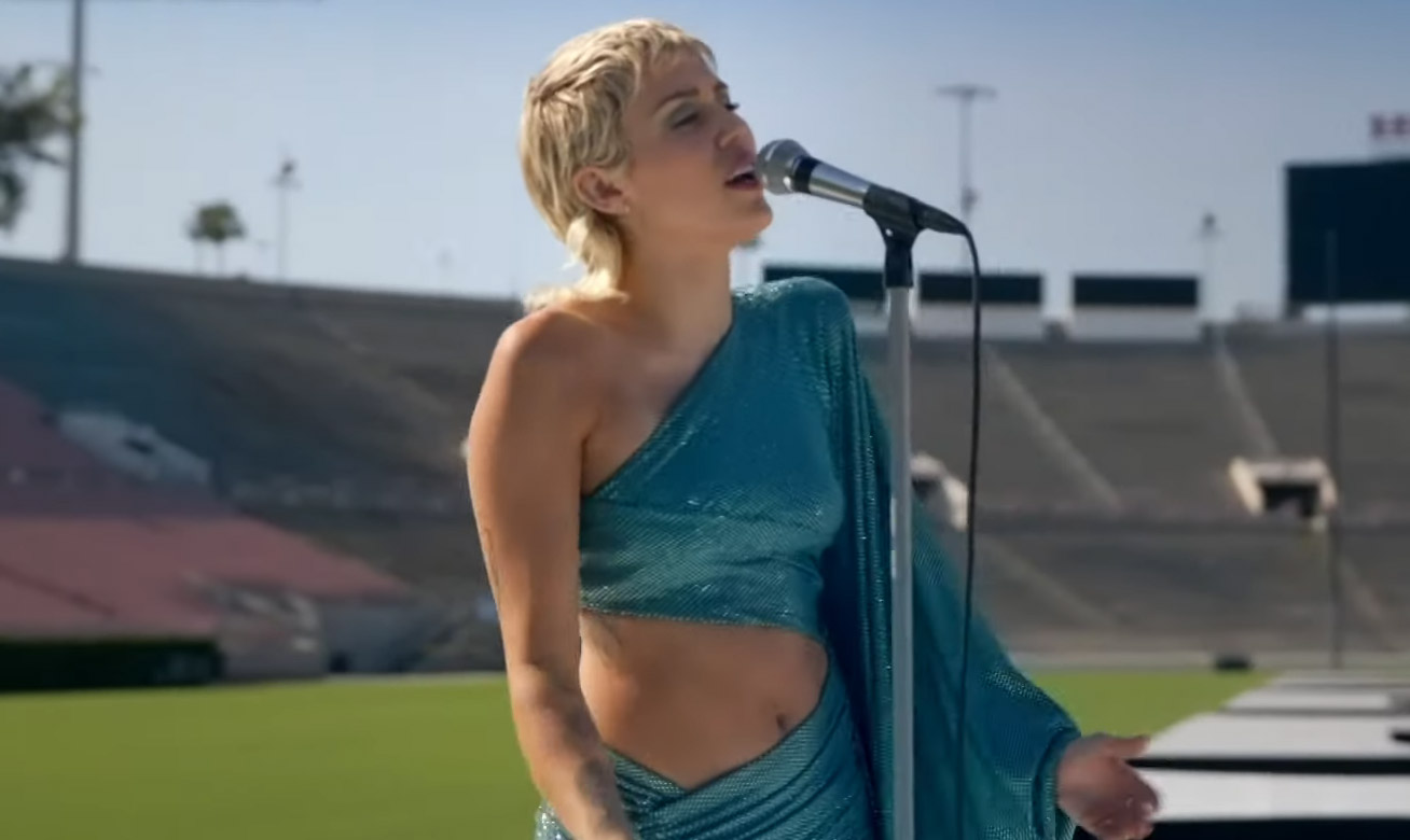 Miley Cyrus Performs A Classic Beatles Song To An Audience Of Zero Video Miley Cyrus Just Jared Jr