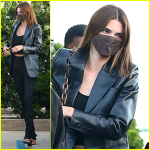 Kendall Jenner Meets Up With Friends For Dinner at Nobu
