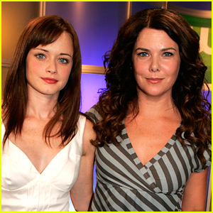The 'Gilmore Girls' Netflix Revival Will Air On The CW This Thanksgiving!