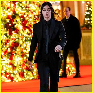 Hailee Steinfeld Films a Christmas-Set Scene for 'Hawkeye' in NYC