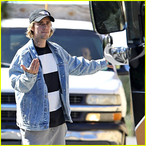 Justin Bieber Stops Traffic to Help His Driver Park a Tour Bus!