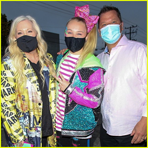 JoJo Siwa Dines Out With Her Parents After Announcing Her Peacock TV Series