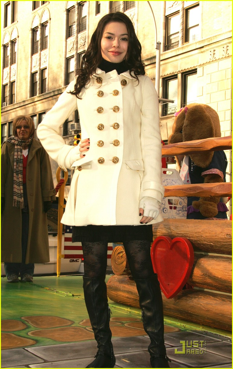miranda cosgrove thanksgiving day parade float 01