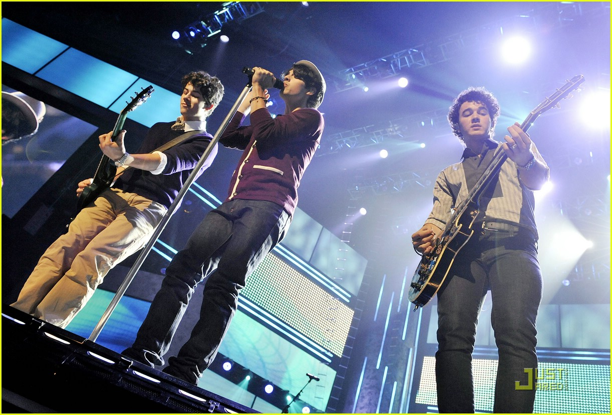 free jonas brothers concert 09
