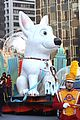 Miley-thanksgiving miley cyrus thanksgiving day parade float 02