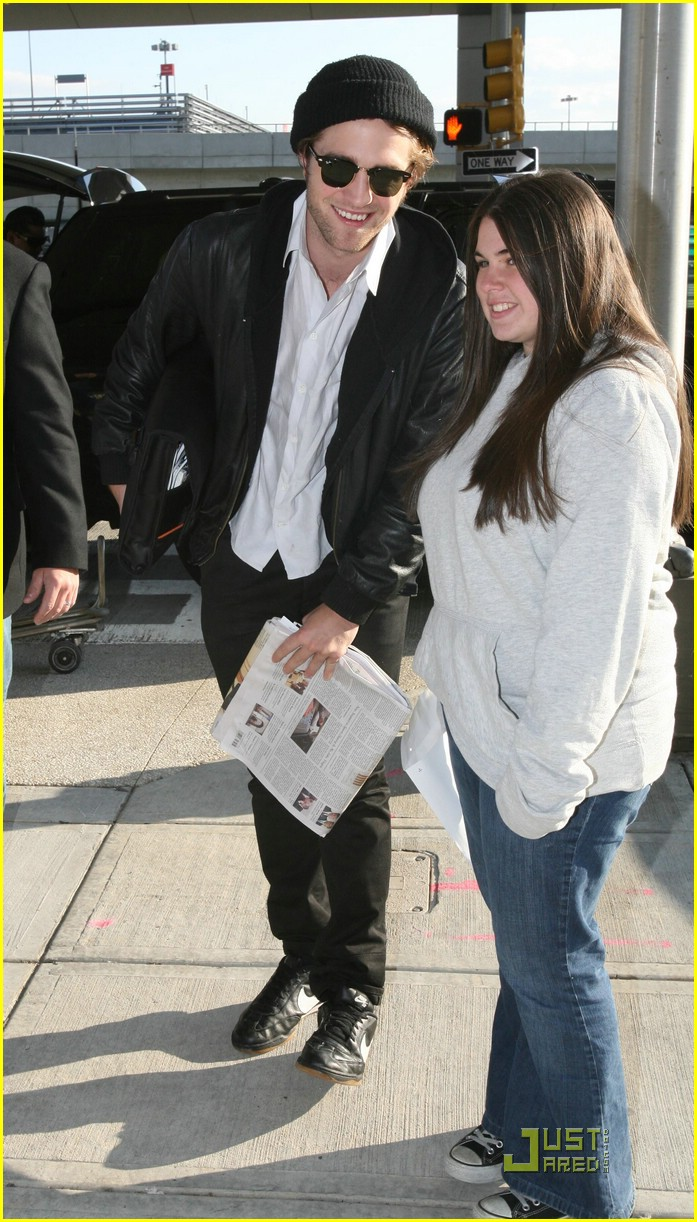 robert pattinson jfk airport 02