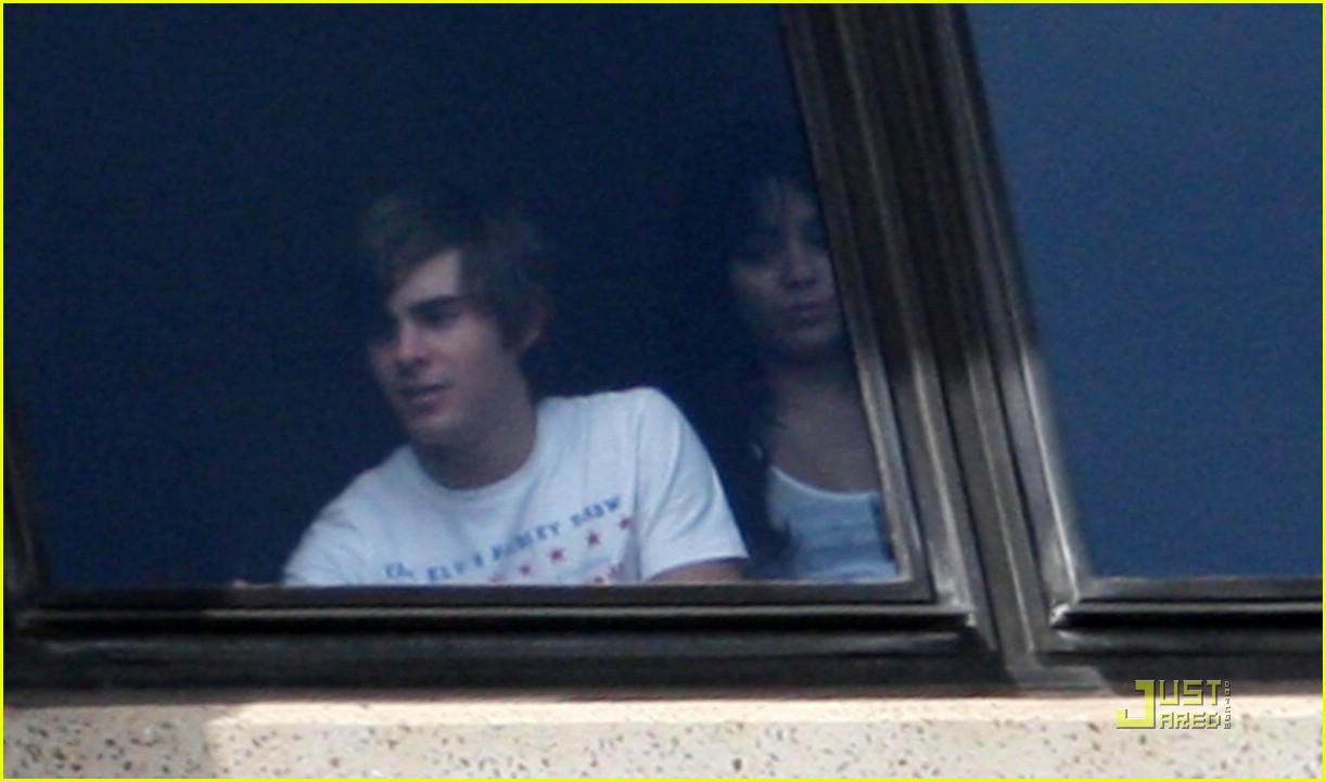 zac efron water taxi vanessa hudgens 31