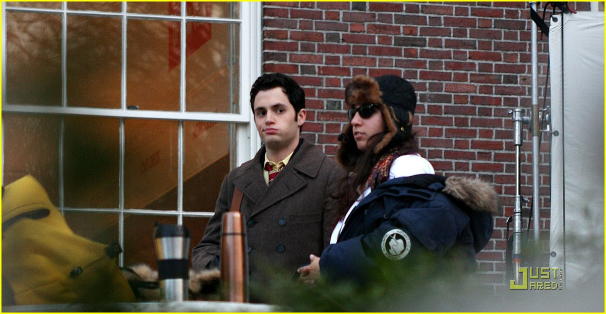 blake lively penn badgley gg set 18
