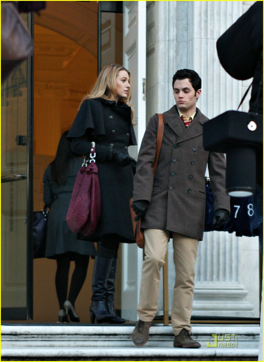 blake lively penn badgley gg set 28