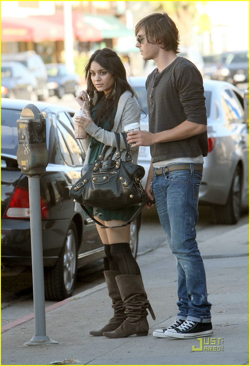 zac efron vanessa hudgens furniture shopping 13