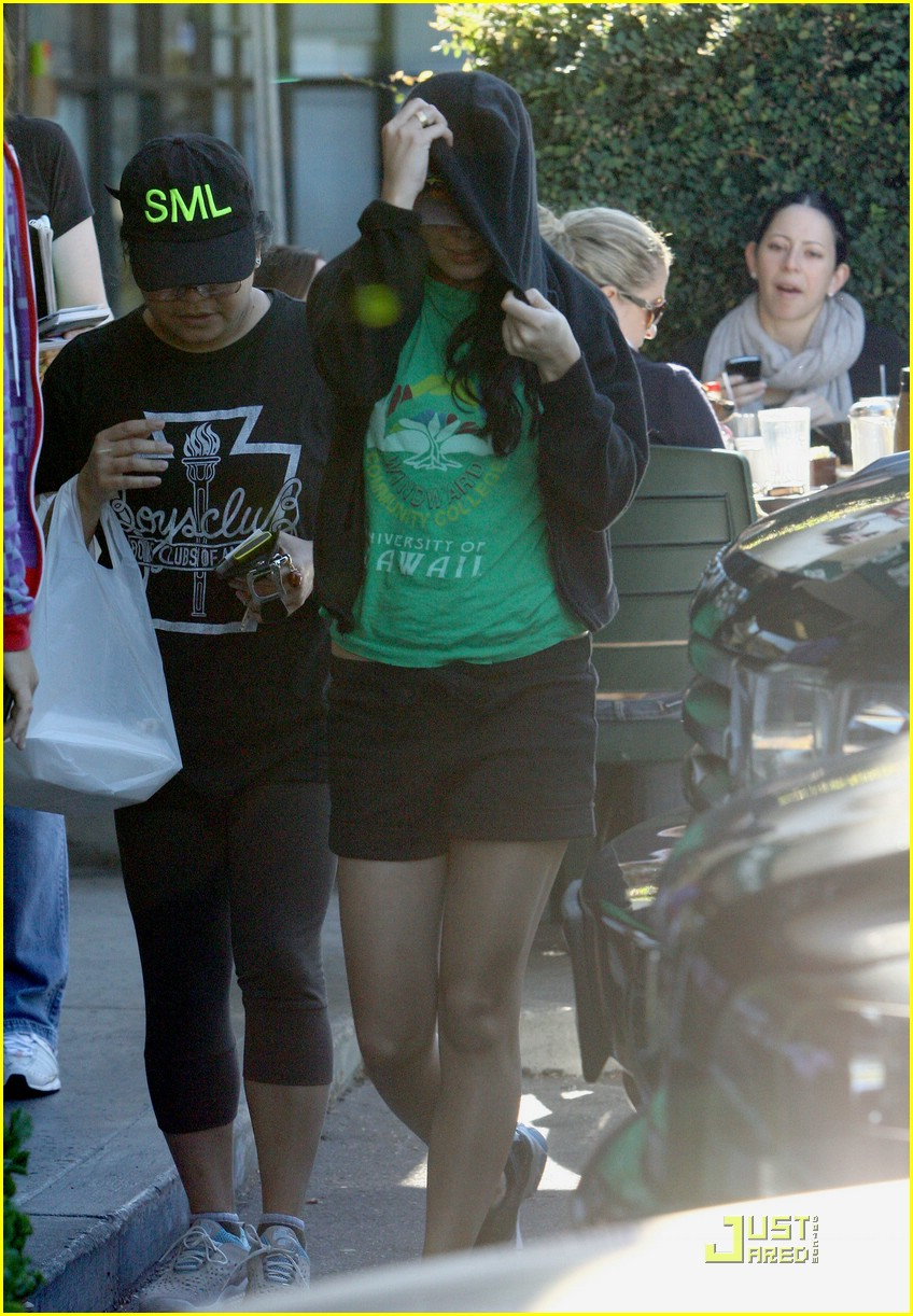 vanessa hudgens uni hawaii shirt 03