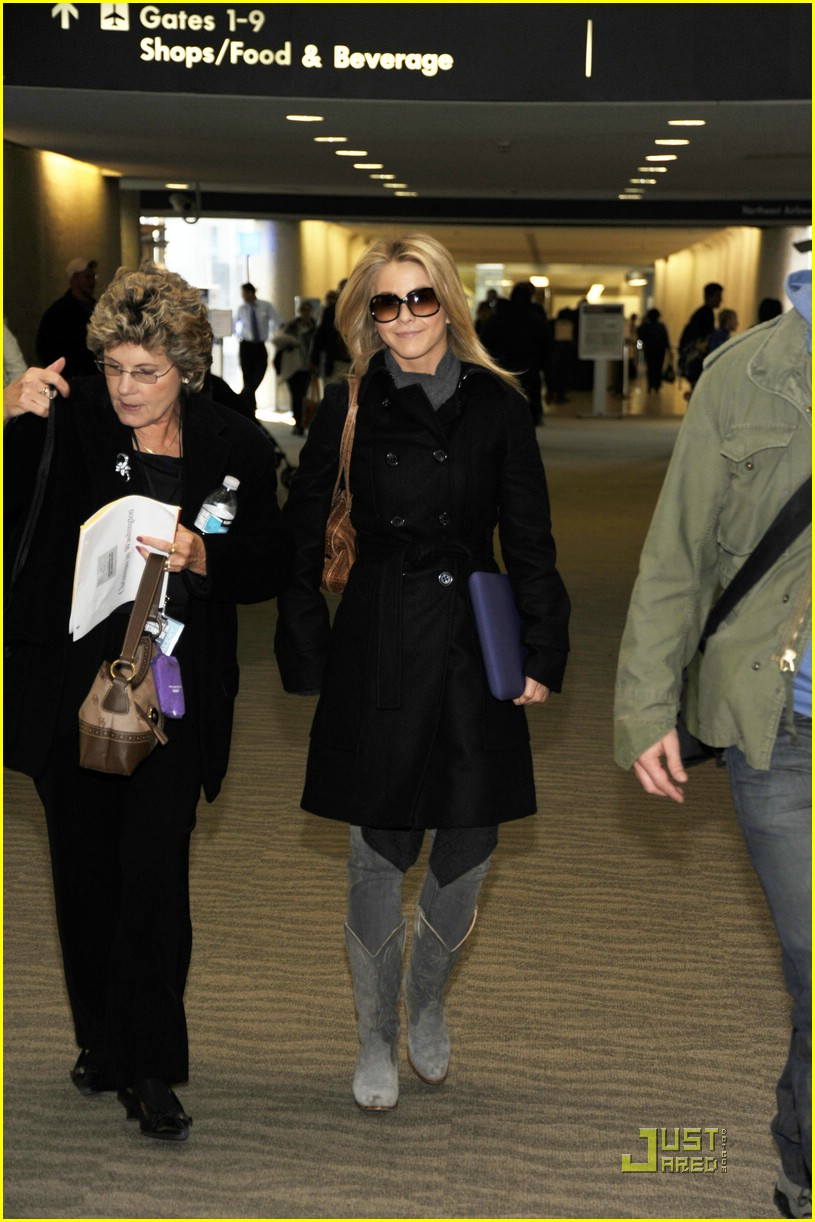 julianne hough reagan airport dc 03