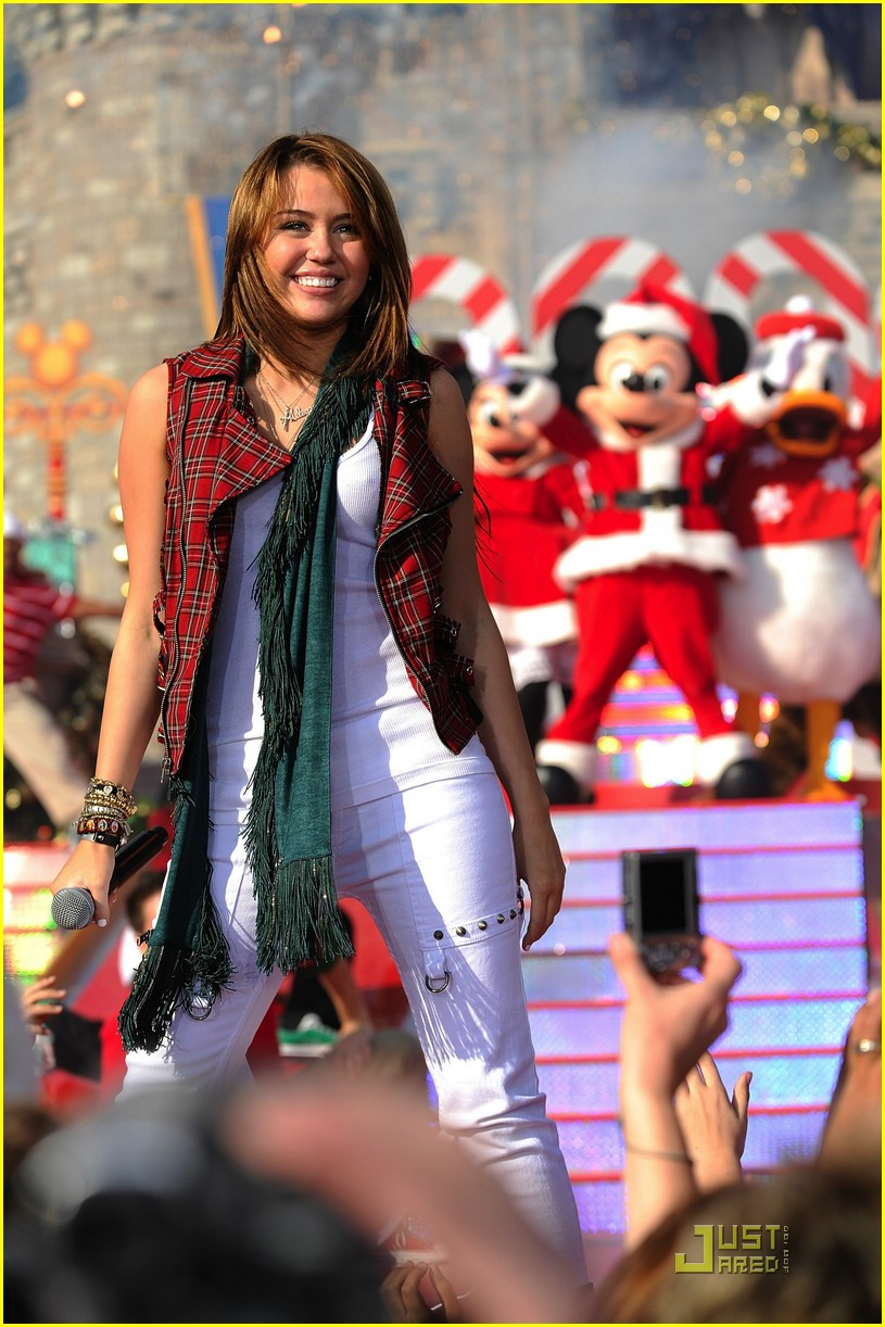 miley cyrus christmas parade 14