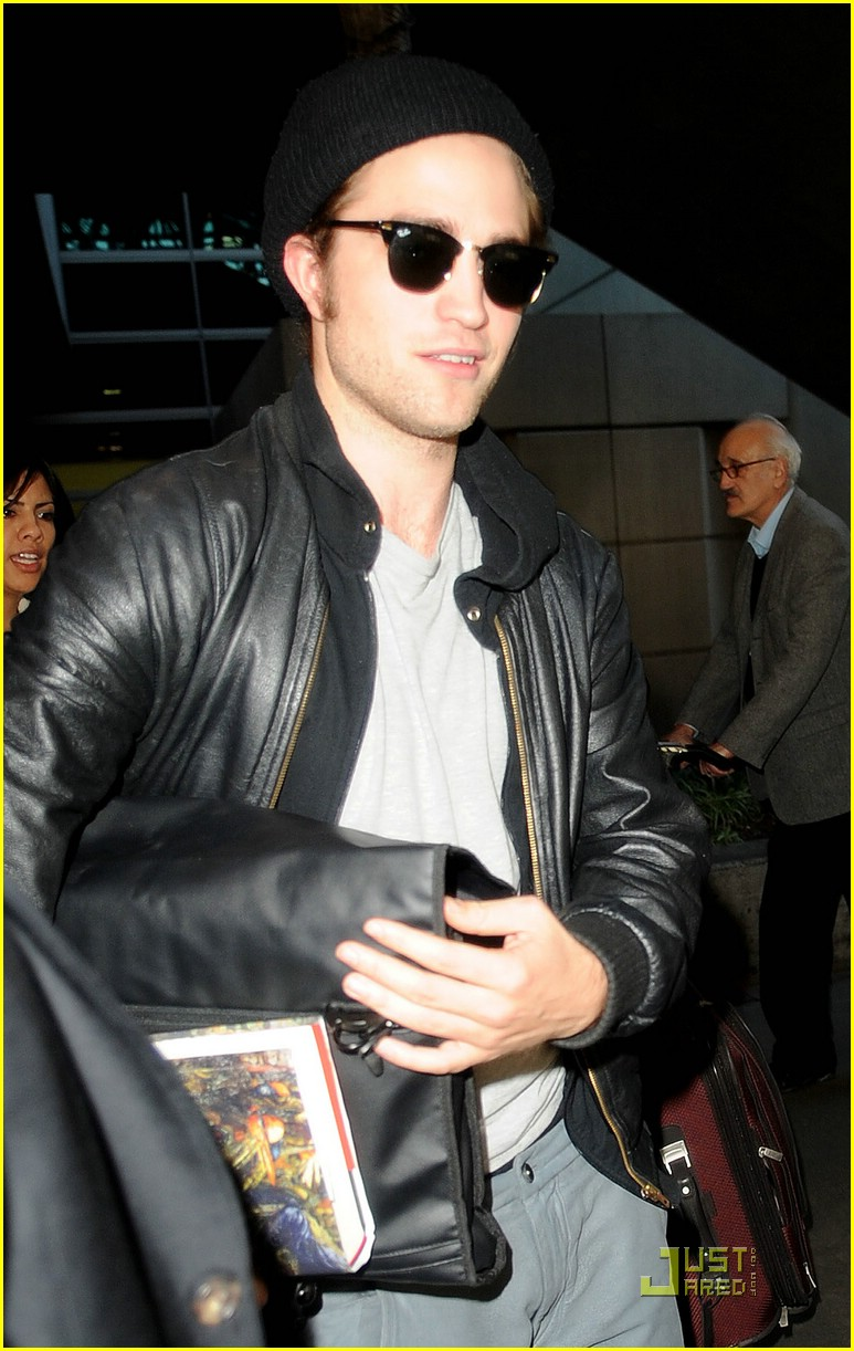 robert pattinson book lover lax 03