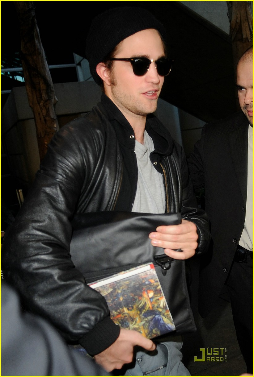 robert pattinson book lover lax 05