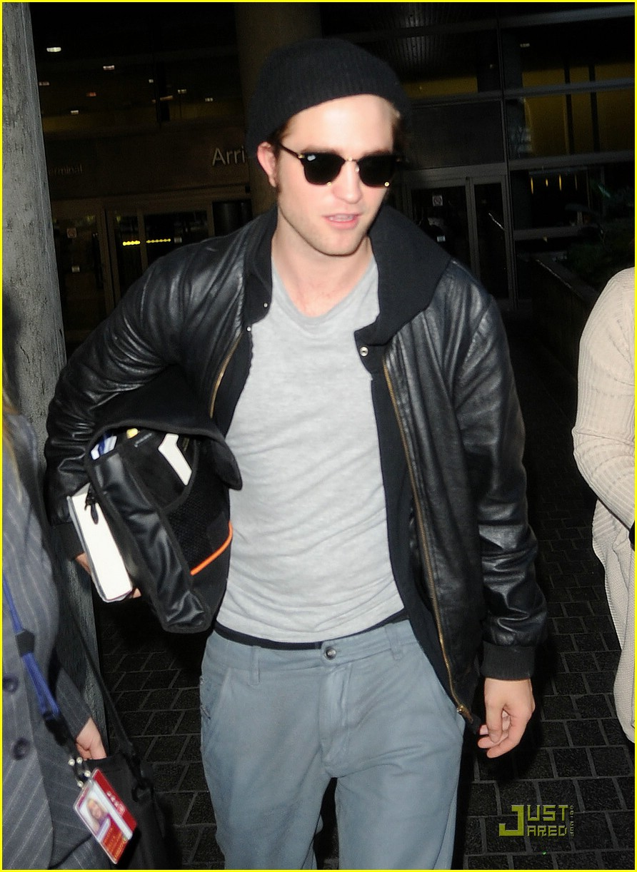 robert pattinson book lover lax 06