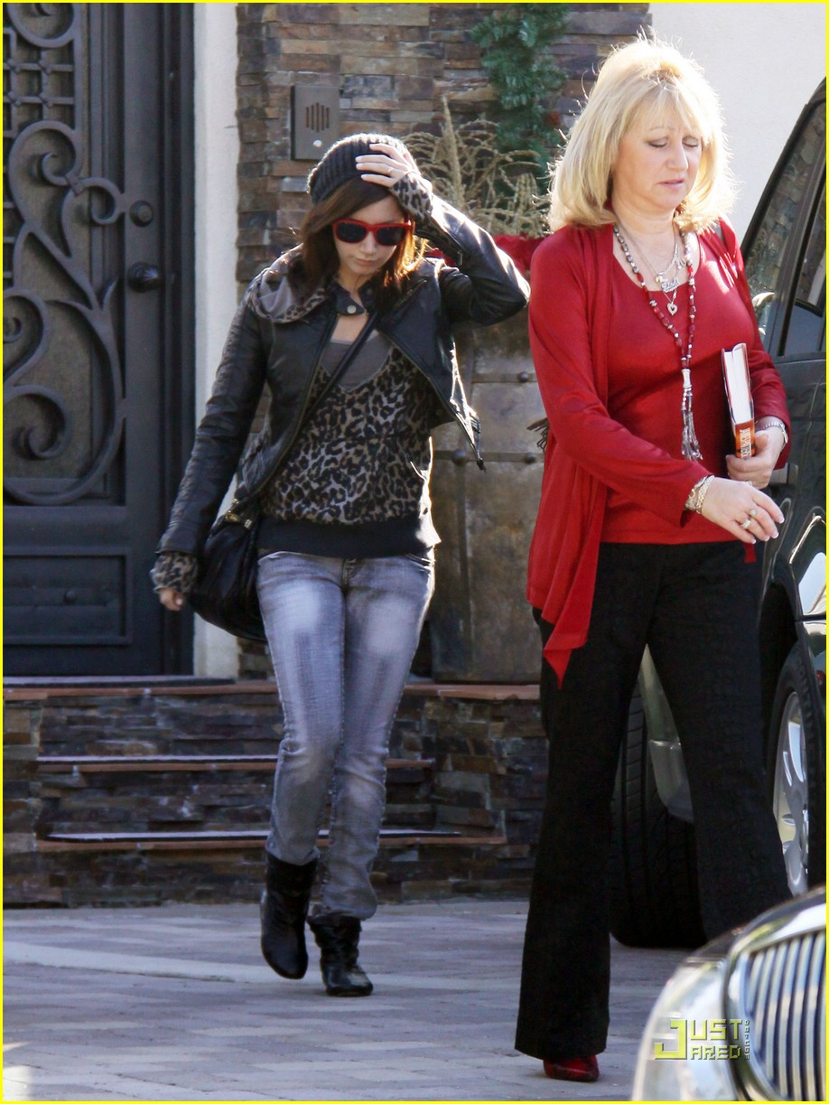ashley tisdale black beanie 07
